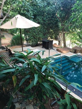Thirappane, Sri Lanka: Verschiedene Aussichten vom Bungalow und von der Aussenanlage