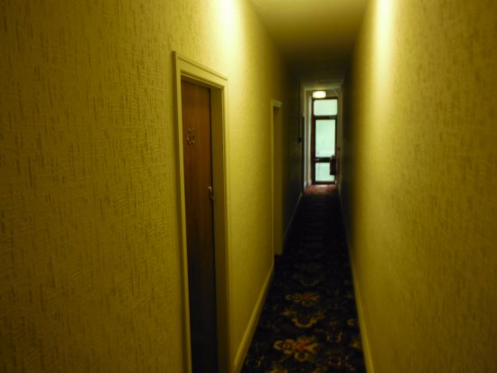 Silvercraigs: Hallway leading to room one person wide