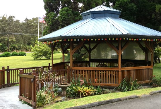 Kilauea Lodge: Lodge grounds