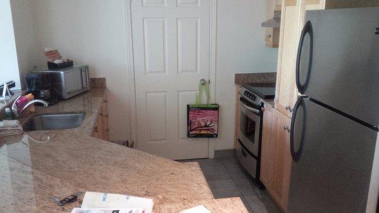 Homewood Suites Mont-Tremblant: Kitchen