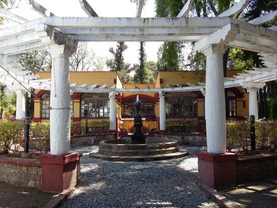 Museo Exhacienda San Gabriel de Barrera : Old gazebo/pergola structure