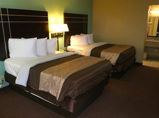 Americas Best Value Inn & Suites Starkville: Two Double Beds