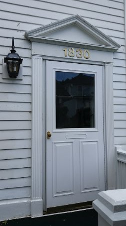 Haan's 1830 Inn : Entry to Cass Suite's shared parlor.