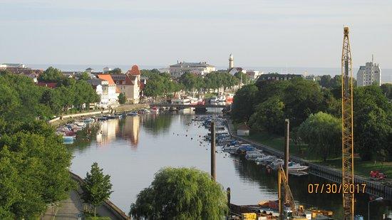 Warnemunde, Germany: El río y la marina