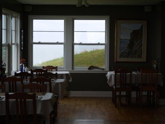 The Lighthouse on Cape d'Or: Homey