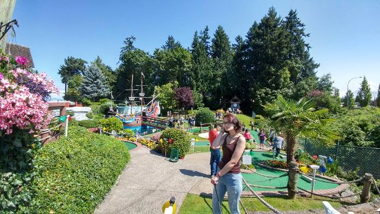 Parksville, Canadá: Fun adventure mini golf (more challenging)