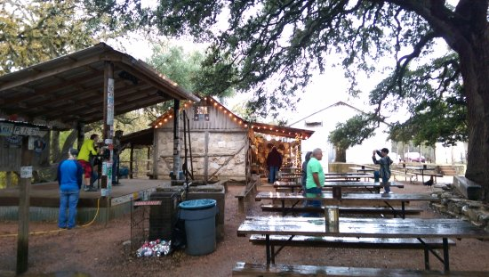 Luckenbach, TX: Outside stage and hat shop