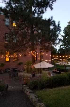 Balch Hotel: Very cool outdoor dining