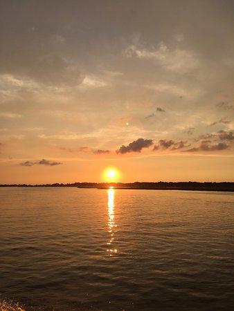 Daisey's Island Cruises: Sunset