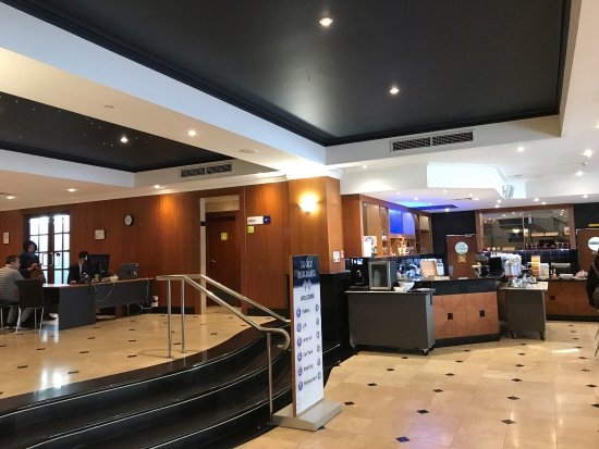 The Great Southern Hotel: Everage Hotel in a good location. Around the hotel are shops, restaurants and other. This is wal