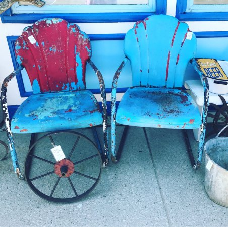 Sturgeon Bay, WI: Such a variety of vintage items that arrive everyday all year round!