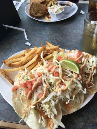 Leamington, كندا: Fish Taco (+1 extra taco)