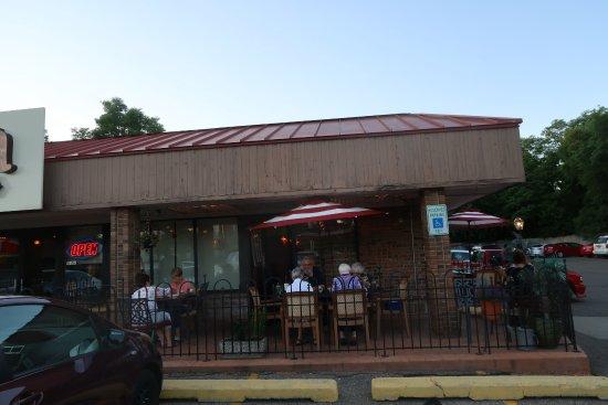 Outside dining a la parking lot
