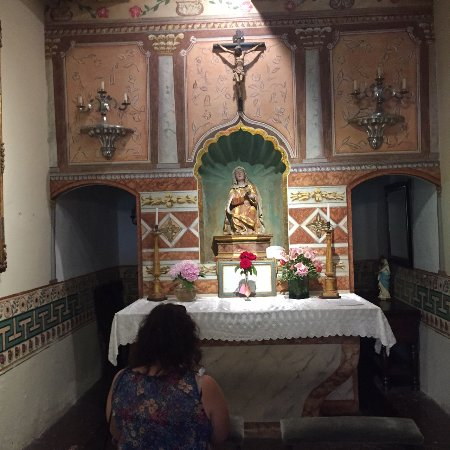 Solvang, Califórnia: Altar with kneelers for prayer
