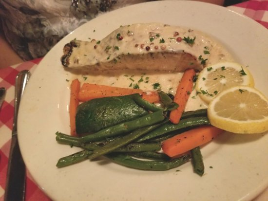 Sag Harbor, NY: Salmon, cream pepper sauce