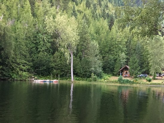 Lumby, Canada : Lake - looking at Deer cabin from row boat