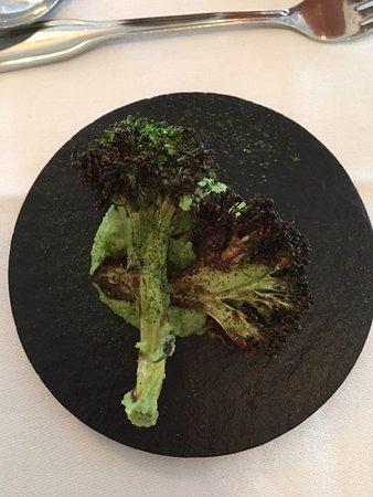 Grythyttan, Suecia: roasted broccoli on broccoli pate. Very nice!