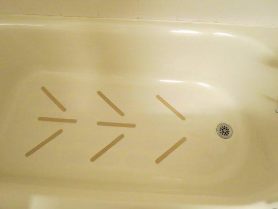 Mount Arlington, NJ: Dirty bathtub