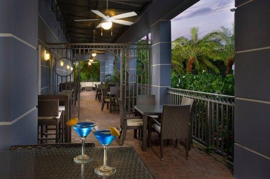 Doral, FL: Seatback & enjoy a delicious drink by the patio