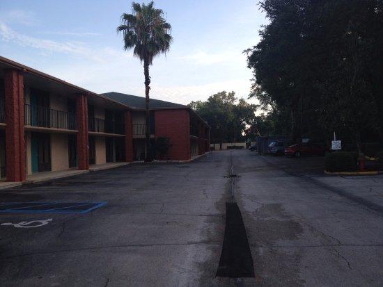 Quality Inn Orlando Airport: Vista do apartamento