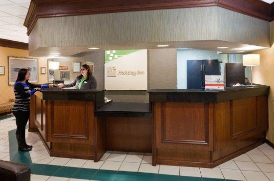 Fairmont, MN: Front Desk