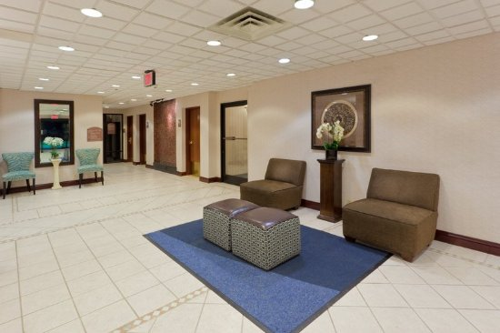 South Charleston, WV: Relax in the lobby with warm conversation after a long day out