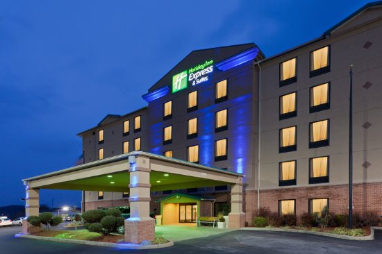 South Charleston, Virginia Occidentale: Holiday Inn Express & Suites has a well lit area to welcome you