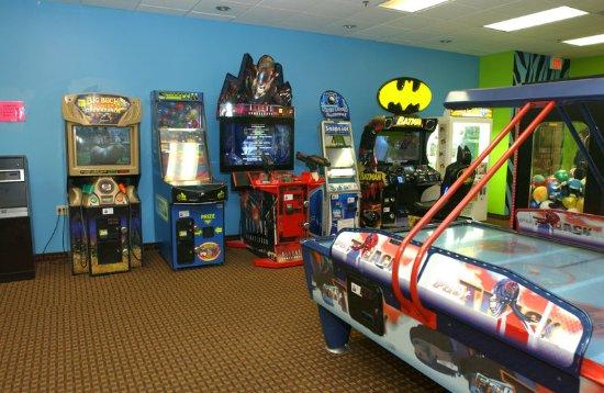 Owatonna, MN: Lion's Den Arcade