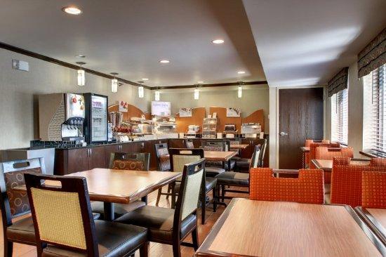 Oak Grove, KY: Breakfast Bar