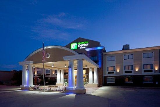 Holiday Inn Express & Suites Elgin : Hotel Exterior