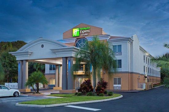 Tavares, FL: Hotel Exterior in the evening