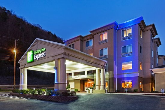Holiday Inn Express Pikeville: Hotel Exterior