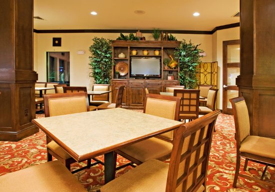 Holiday Inn Express Hotel & Suites Wichita Falls: Breakfast Area