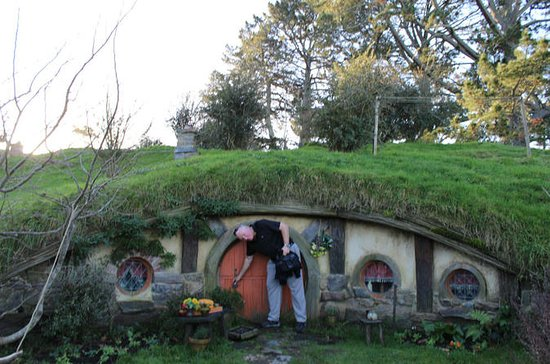 2-Day Hobbiton, Rotorua, and Waitomo...