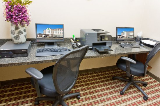 Yakima, WA: Print documents or check email in our Business Center
