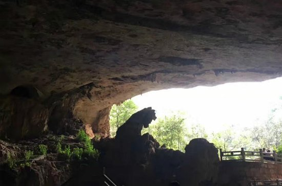 Private Day Tour of Jiuxiang Cave...