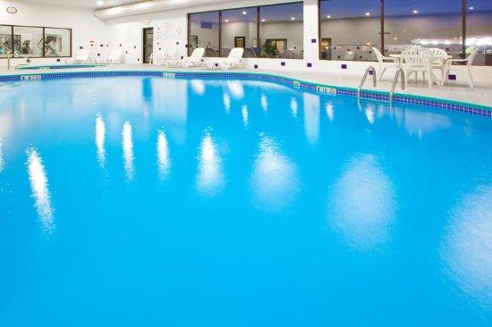 Holiday inn express hotel suites elkins bewertungen for Angebote swimmingpool