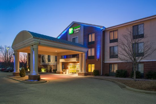 Holiday Inn Express Tell City: Hotel Exterior