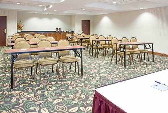 Holiday Inn Express Fayetteville - Ft. Bragg: We can set up the meeting room however you need it.