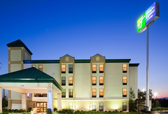 Holiday Inn Express Fayetteville - Ft. Bragg: Just minutes from Fort Bragg and in the heart of Fayetteville