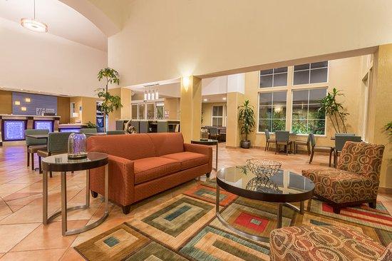 Manteca, CA: Hotel Lobby