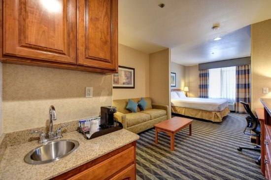 Manteca, Kaliforniya: King Suite with Wet Bar
