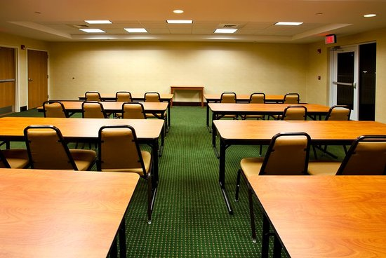 Holiday Inn Express Brooksville West : Meeting Room