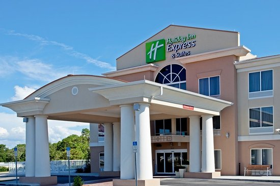 Holiday Inn Express Brooksville West : Hotel Exterior