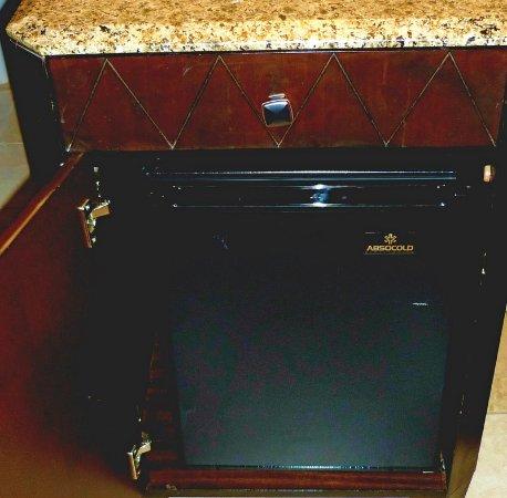 Hilton Stockton: Mini-Refrigerator