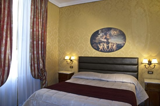 Hotel Royal Court: Deluxe Double Room