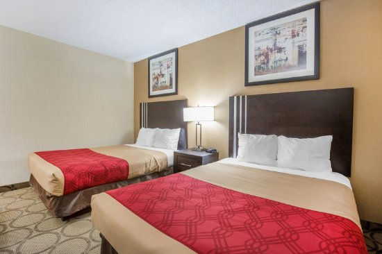 Taber, Canada: Guest room with double beds