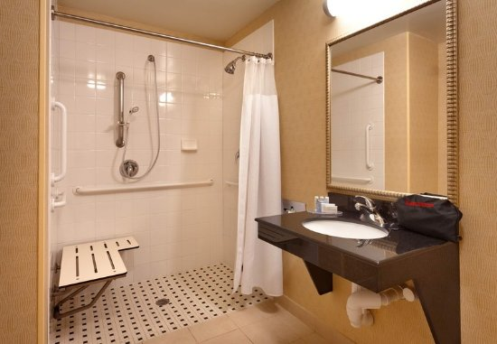 Nampa, ID: Accessible Bathroom - Roll-in Shower
