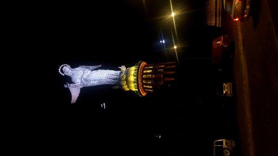 El Panecillo: Panecillo de noche..