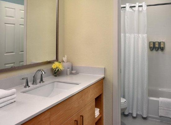 Sonesta ES Suites Auburn Hills: Bathroom